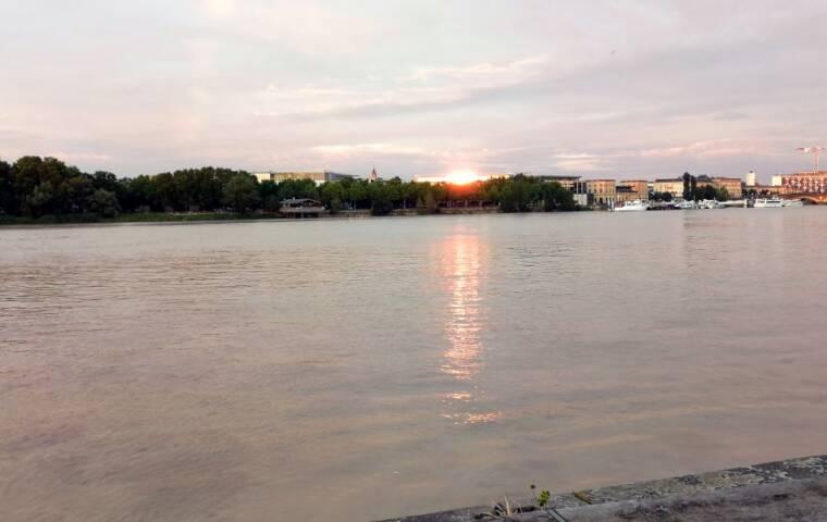 ボルドーを流れるガロンヌ川